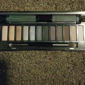 Urban Decay Makeup - Urban Decay Nake Smoky Eyeshadow palette